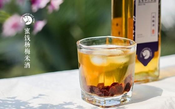 蜜饯杨梅米酒的做法 蜜饯杨梅米酒的家常做法 蜜饯杨梅米酒怎么做