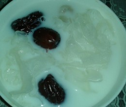 银耳桂圆红枣甜汤