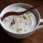 牛奶燕麦泡香蕉(减肥快手早餐)