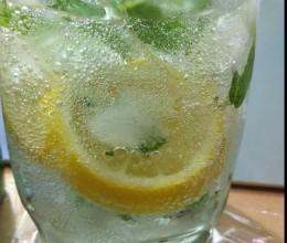 柠檬薄荷气泡水