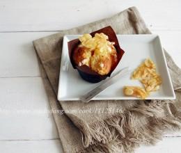 焦糖杏仁脆片纸杯蛋糕