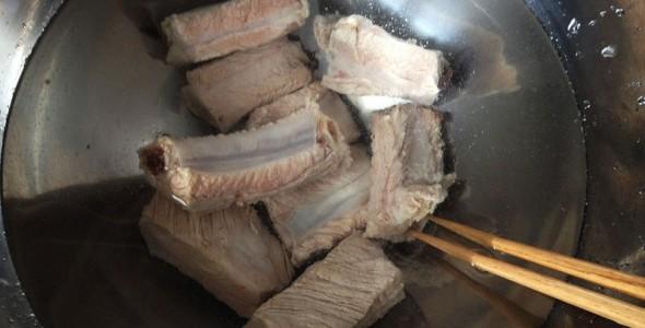 金针菇菜谱胡萝卜炖土豆排骨虾做的图片