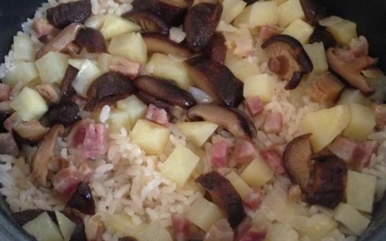 懒人香肠土豆焖饭