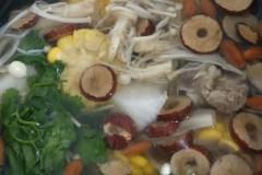 甜玉米萝卜排骨汤