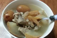 雪梨薏米煲猪瘦肉