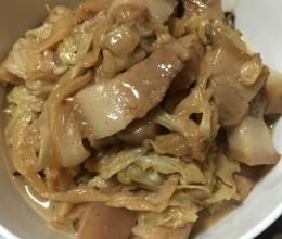 酸菜炖带皮五花肉