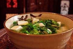 碗豆尖豆腐汤