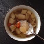 桃胶银耳炖苹果(电饭煲版)