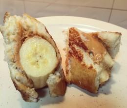 香蕉花生酱土司卷
