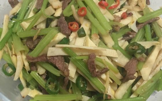 小米椒芹菜冬笋炒牛肉