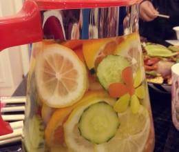 柠檬橙子黄瓜蜂蜜水