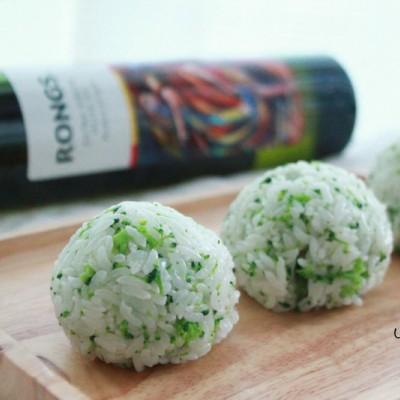 橄榄油西兰花饭团