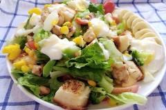 低脂沙拉—蔬果鸡米土司酸奶沙拉