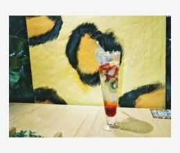 清凉莓果气泡水