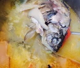 鲍鱼菇鲫鱼汤