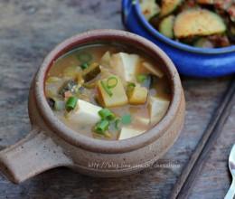 正宗的韩式大酱汤/Korean soybean paste stew