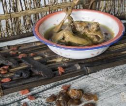 黄精首乌乳鸽汤