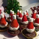 草莓圣誕帽布朗尼蛋糕