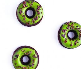 枫糖抹茶巧克力甜甜圈 (Maple Matcha Chocolate Donuts)