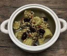 黄豆花生玉米蹄髈汤