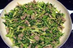香菜炒牛肉(附菜根香做法)
