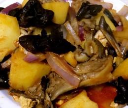 土豆木耳洋葱鸡蛋烩鲜菇(烤肉酱版)