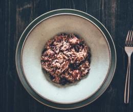冬日暖心美味   意式红菊苣配肉肠烩饭