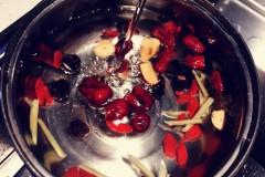 桂圆红枣枸杞汤