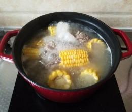 新手玉米排骨汤