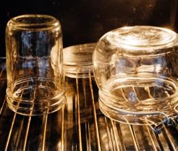 玻璃瓶的简单消毒方法(需烤箱)