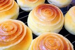 蛋黄肉松小餐包