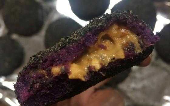 芝麻花生紫薯饼