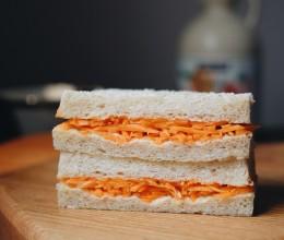 清爽胡萝卜三明治