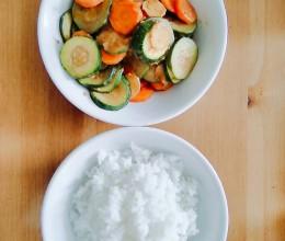 胡萝卜炒小胡瓜