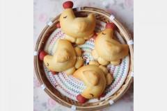 母鸡孵蛋面包
