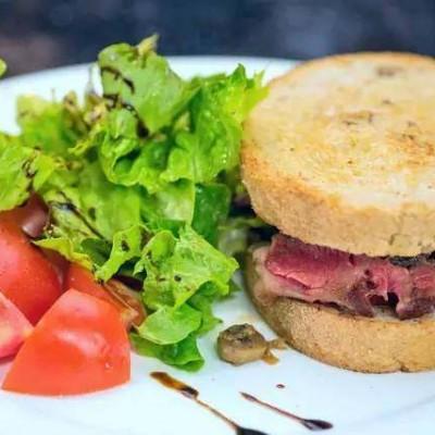 黑椒牛排三明治